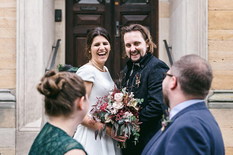 Brautpaar heiratet im weingut von winning deidesheim