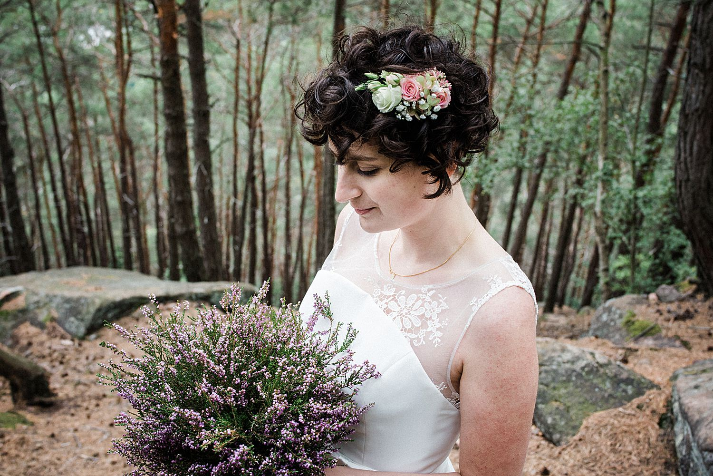Braut mit blumestrauß