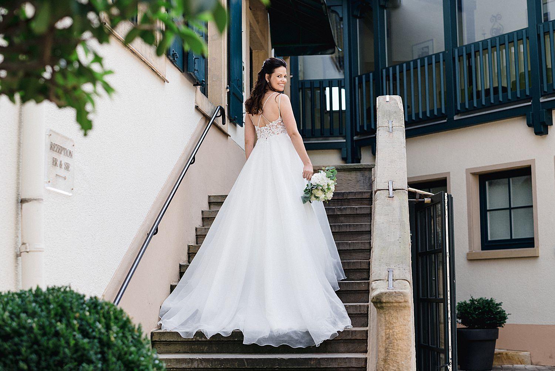 Hochzeit-deidesheimer-hof-braut-treppe